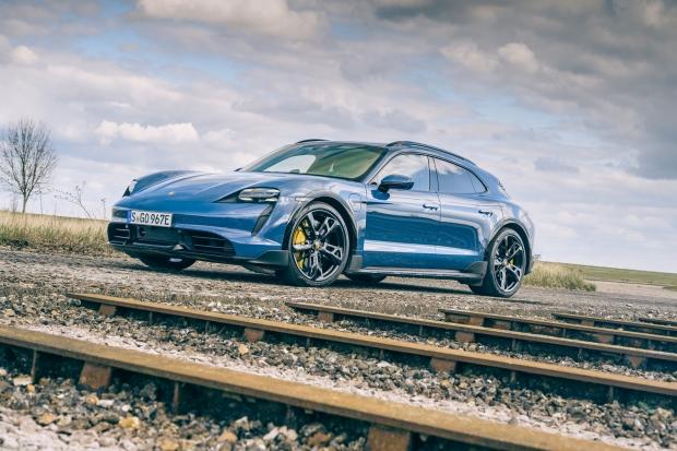 43.000 Porsche Taycan дали сбой