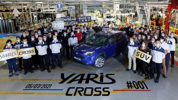 Yaris Cross встал на конвейер