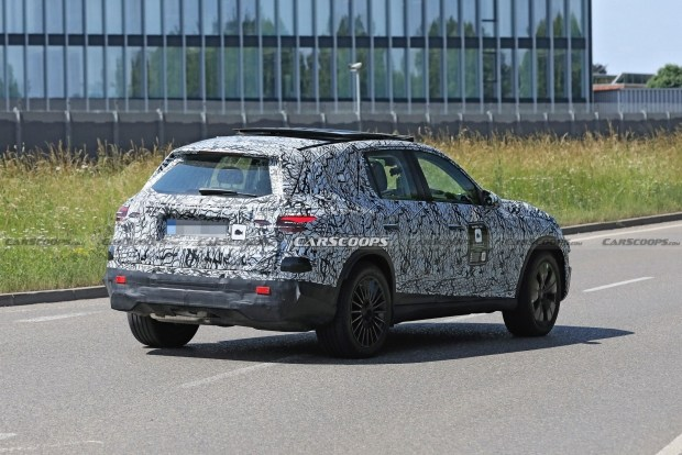 Новое поколение Mercedes GLC замечен на дорогах