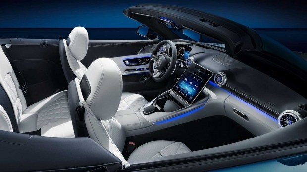 Mercedes-AMG раскрыл салон нового SL