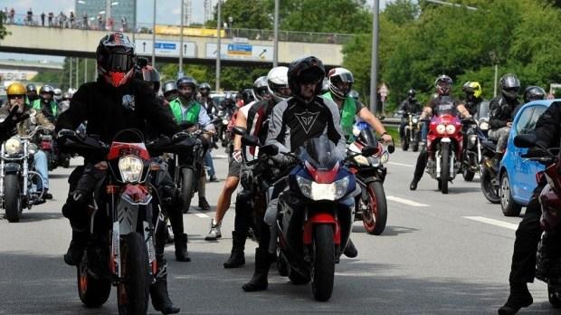 Немецкие мотоциклисты протестуют против ограничений скорости и запретов