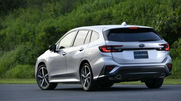 Subaru Levorg получил внешнюю подушку безопасности