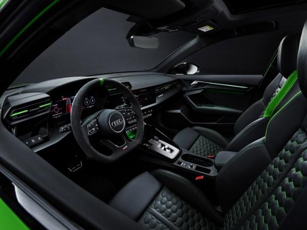 Теперь официально: Audi представила новую RS3 в исполнении хэтчбек и седан