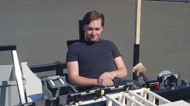 Видео: как строится полноразмерый Volvo V70 из конструктора Lego