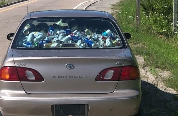 Водитель забил салон Toyota пивными банками и получил штраф