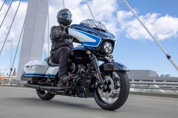Новый Harley-Davidson Street Glide Special Arctic Blast Limited Edition