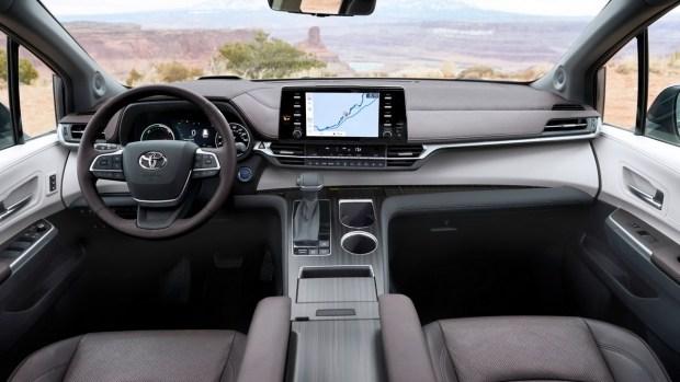 Обновлённый минивэн Toyota Sienna дебютирует на грядущем автосалоне в Чэнду