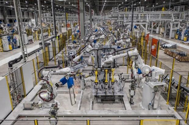 Зарядка за 5 минут: VinFast разрабатывает новые батареи для электрокаров