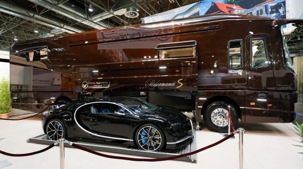 Я всегда с собой беру Bugatti Chiron