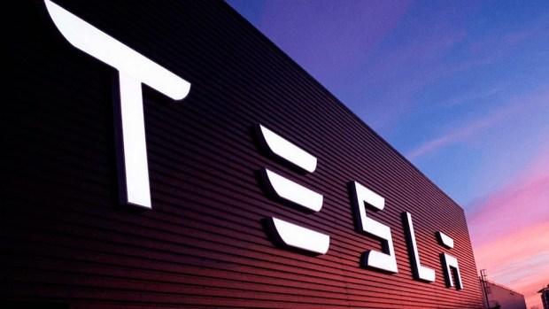 Первые изображения бюджетного электрокара Tesla