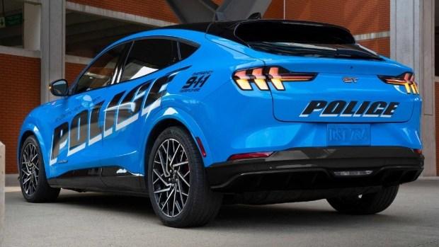 Полиция США испытает новую патрульную машину на базе Ford Mustang Mach-E