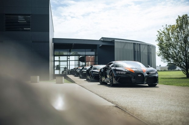 Дорогущая «восьмерка»: первая партия Bugatti Chiron Super Sport 300+