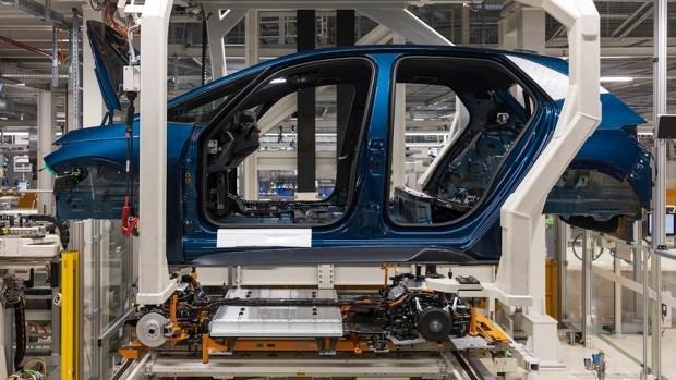 Испанский электромобиль Cupra Born встал на конвейер в Германии