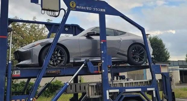 Цвет - металл: спорткар Nissan сфотографировали в новом металлическом оттенке