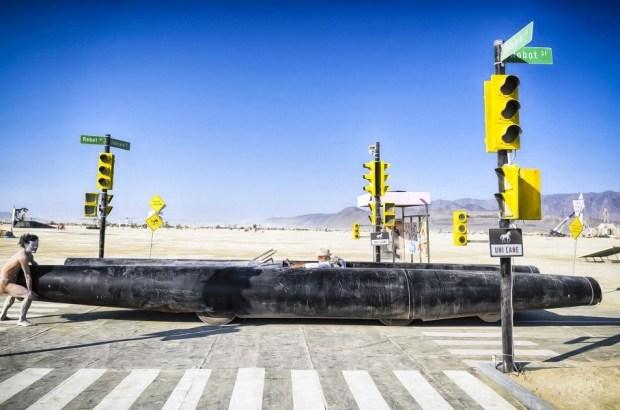 Пропитаны свободой: организаторы фестиваля Burning Man продают уникальные «автомобили-мутанты»