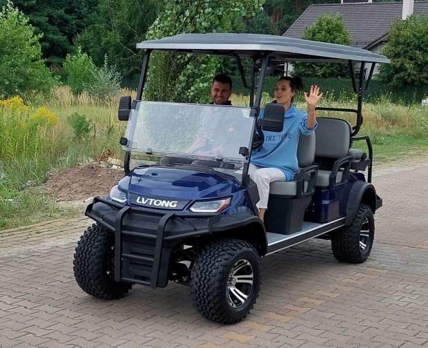 В Україні презентували нову лінійку електричних гольф-карів LVTONG