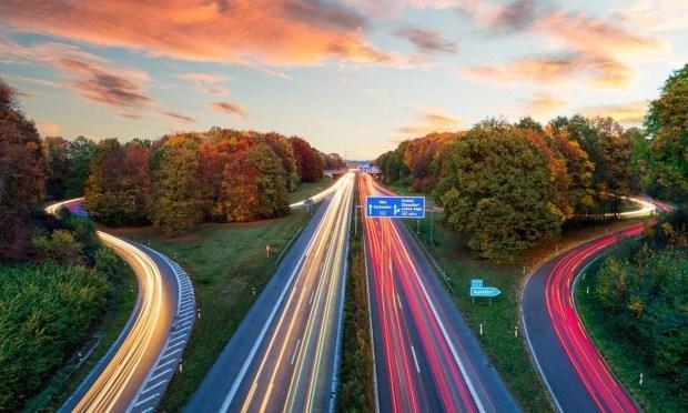 Лафа закончилась: на автобанах Германии введут ограничения скорости